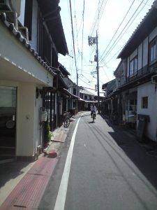 美観地区付近にある昔ながらの商店街。 with自転車で颯爽と街中を駆け抜けるおっちゃん。