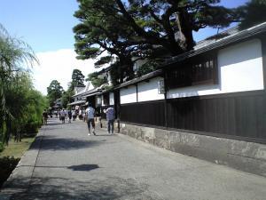 倉敷市美観地区にて。白壁が非常に美しい。