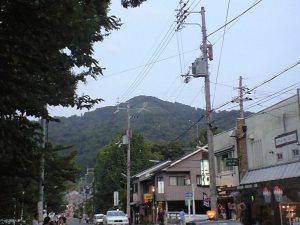 大文字山。日が暮れたら点火されます。
